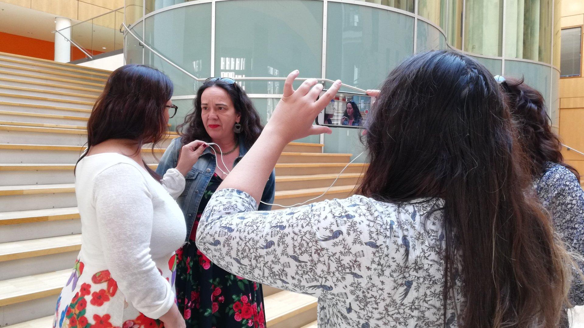 Simone Barrientos mit argentinischer Delegation von Journalist_innen
