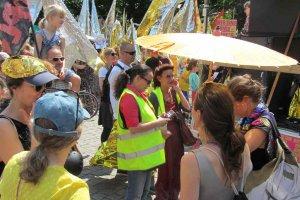 Demonstration von DIE VIELEN am 27.05.18 in Berlin , Parlamentarische Beobachtung Simone Barrientos und Ulla Jelpke