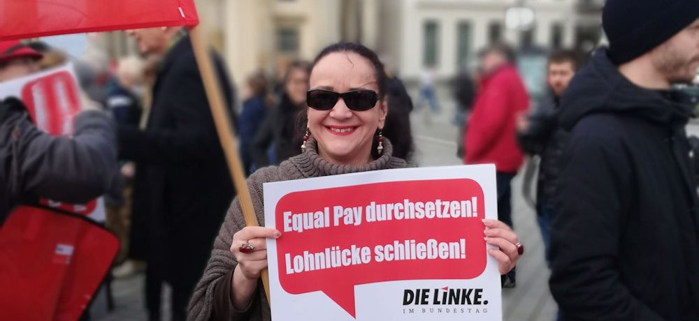 Equal Pay Day 18.3.2019, DIE LINKE im Bundestag am Brandenburger Tor
